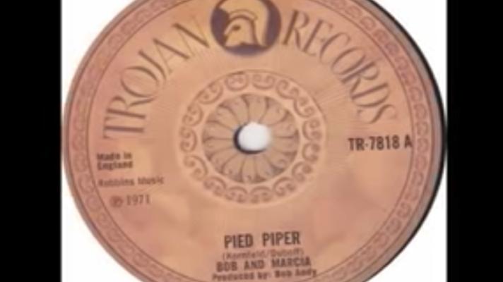 Bob & Marcia – Pied Piper [Crispian St. Peters]