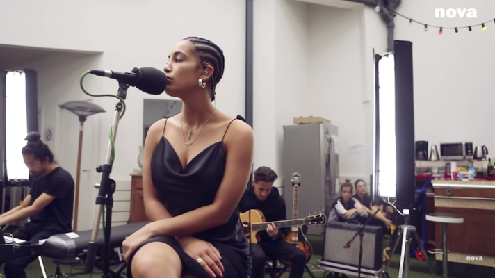 Jorja Smith – No Scrubs [TLC]